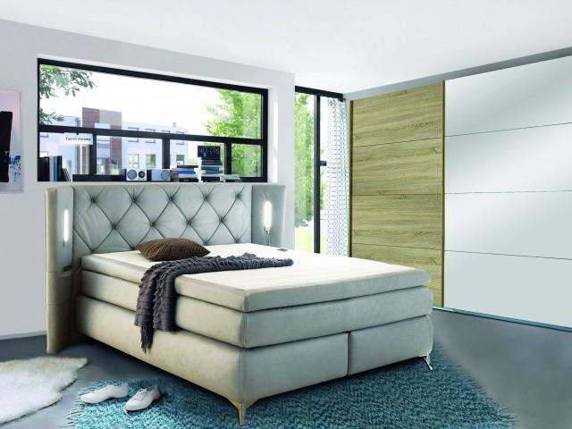 <p>Schlafzimmer bestehend aus Schwebet&uuml;renschrank 2-trg. und Boxspringbett 180x200cm, 7-Zonen-Taschenfederkernmatratze, inklusive Kaltschaumtopper, Kopfteil mit LED-Beleuchtung und USB-Ladeports.</p>