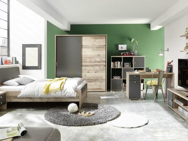 <p>Jugendzimmer in Dekorfolie Old Stye hell/Absetzungen in Anthrazit nach gro&szlig;em Typenplan<br /> &nbsp;</p>