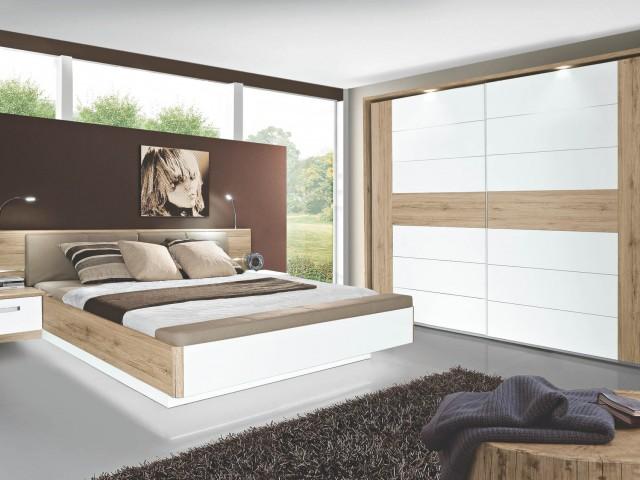 <p>Schlafzimmer Nachbildung Sandeiche kombiniert mit Wei&szlig; Hochglanz, bestehend aus Bettanlage 180x200cn mit 2 Nakos und aufklappbarer Fu&szlig;bank und Schwebet&uuml;renschrank mit 2 T&uuml;ren, BHT 270x210x62cm&nbsp;</p>