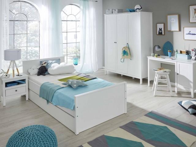 <p>Jugendzimmer, Wei&szlig;, bestehend aus Kleiderschrank, Jugendbett, Schreibtisch und Nachtkommode. Erg&auml;nzungen laut Typenplan.</p>